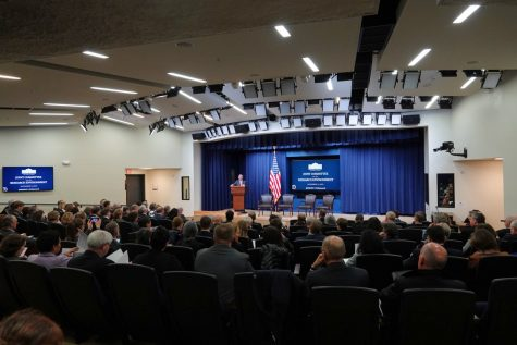Nearly 200 attendees of the White House Summit on U.S. Research listen to Oklahoma native Kelvin Droegemeier give opening remarks on Nov. 5. Addison Kliewer/Gaylord News