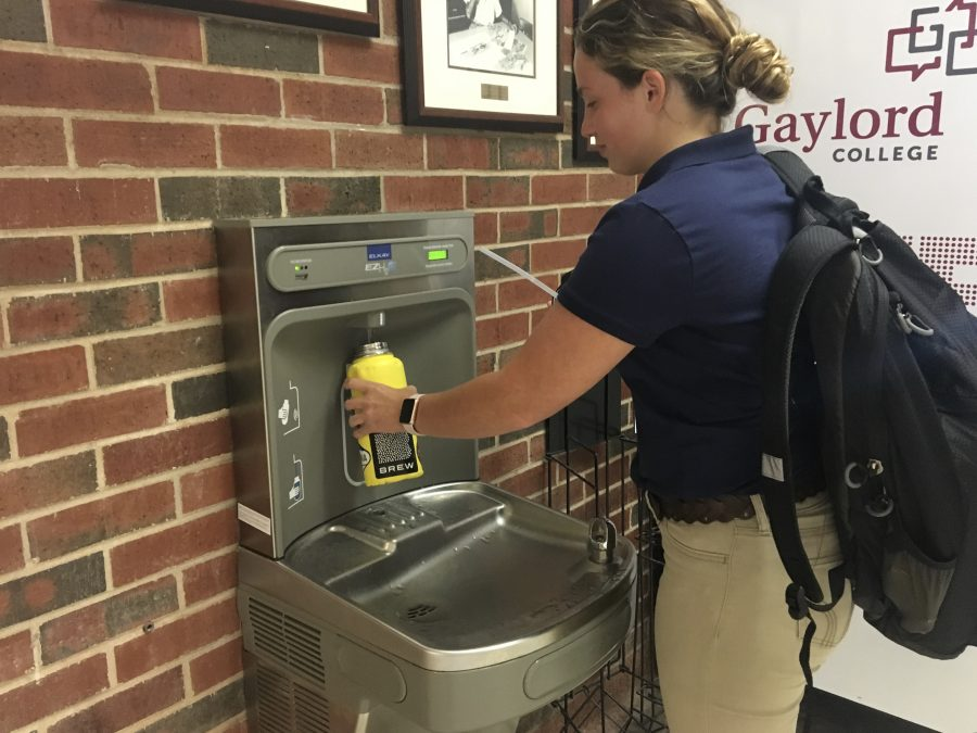 Hannah+Hayhurst%2C+a+psychology+freshman%2C+fills+her+water+bottle+after+attending+class+in+Dale+Hall.+Photo+by+Addison+Kliewer.+