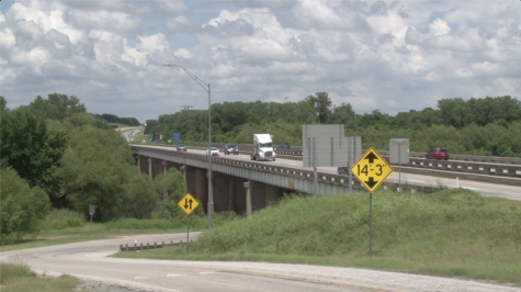 Passengers traveling across the Texas/Oklahoma border on I-35. (Gaylord News/Will Blessing.)